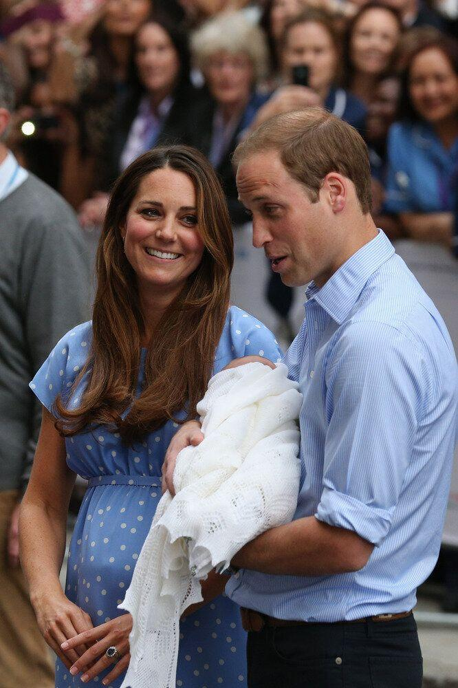 Prince William, Duke of Cambridge and Catherine, Duchess of Cambridge leave the Lindo Wing of St Mary's Hospital with their newborn son on July 23, 2013 in London, England. The Duchess of Cambridge yesterday gave birth to a boy at 16.24 BST and weighing 8lb 6oz, with Prince William at her side. The baby, as yet unnamed, is third in line to the throne and becomes the Prince of Cambridge. (Photo by Oli Scarff/Getty Images)