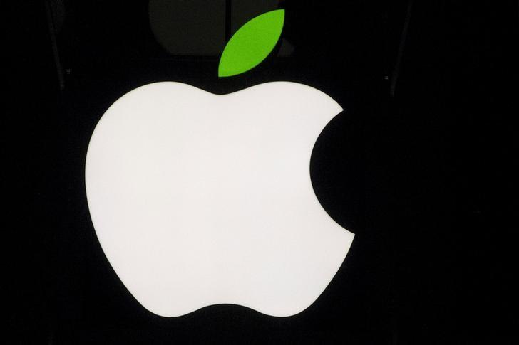 A view of the Apple logo on the flagship store on 5th Avenue in New York