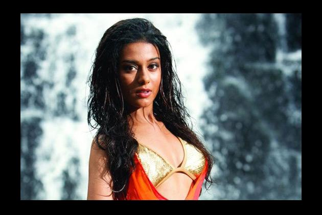 After doing enough of demure, girl-next door, shy roles finally Amrita Rao joined the bikini brigade with this film. Till date SHORTKUT is remembered more for Amrita's sexy avatar.