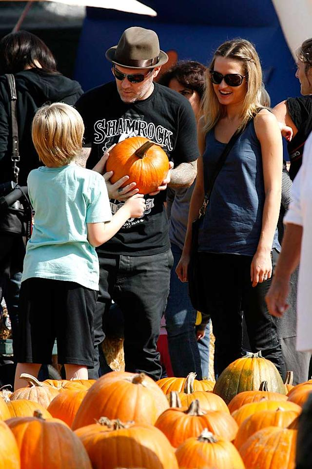 """Even Limp Bizkit front man Fred Durst, who's best known for growling songs like """"Nookie"""" and """"Rollin',"""" hit up the patch with his fam. PhamousFotos/<a href=""""http://www.splashnewsonline.com"""" target=""""new"""">Splash News</a> - October 25, 2010"""