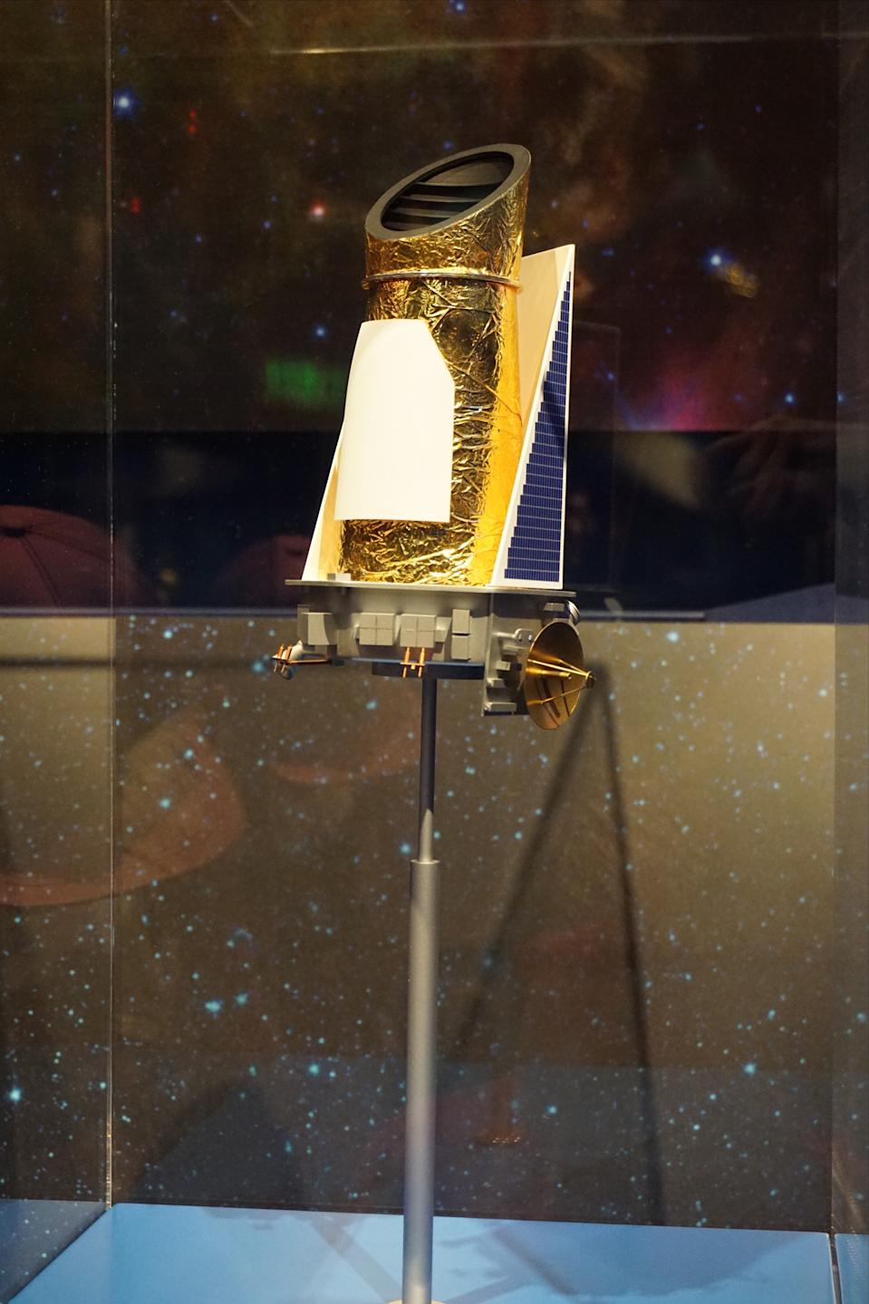 PASADENA, USA - JUNE 06: Kepler Spacecraft is displayed to visitors JPL (Jet Propulsion Laboratory) in Pasadena, USA on June 06, 2016. JPL (Jet Propulsion Laboratory) opens its gate for 2 days.  (Photo by Mintaha Neslihan Eroglu/Anadolu Agency/Getty Images)