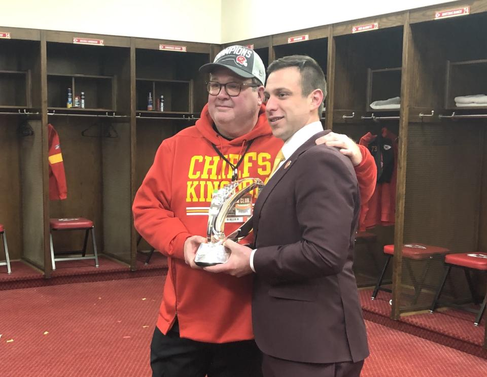 """Eric Stonestreet (L) of """"Modern Family"""" shares a moment with Chiefs general manager Brett Veach. (Terez Paylor/Yahoo Sports)"""