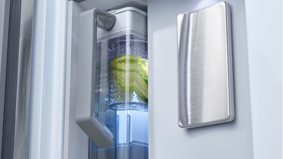 No need to worry if there's enough room in the fridge for a filtered water pitcher because this fridge has one built in, and it refills automatically.