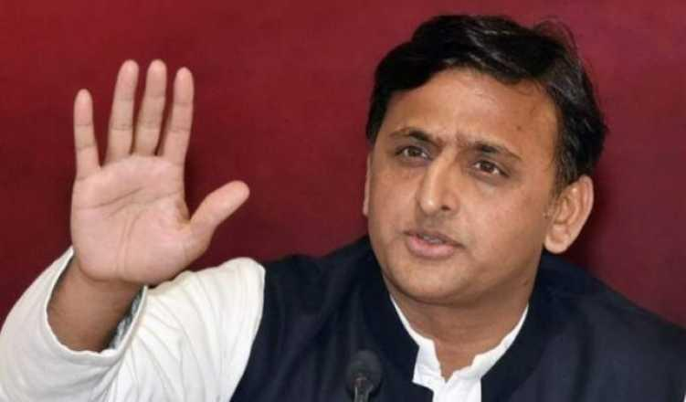 Akhilesh in a huddle with SP leaders after exit poll results
