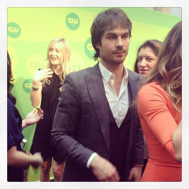 Swoon! @iansomerhalder is here at the CW Upfronts too!! http://bit.ly/10IbkP6  pic.twitter.com/mrWqwV81Nr
