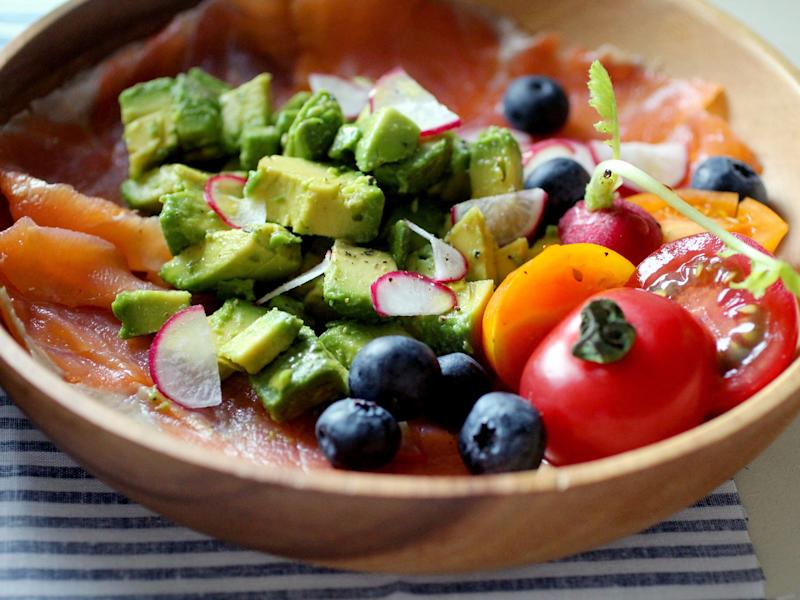 avocado smoked salmon blueberries healthy food meal bowl tomatoes lunch