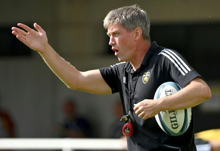 Unhappy start: coach Ronan O'Gara reacting on the sidelines as La Rochelle lose to Montpellier (AFP/Pascal GUYOT)