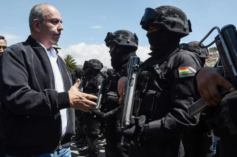 Bolivian Interior Minister Arturo Murillo greets members of the GAT anti-terrorist unit in La Paz on December 3