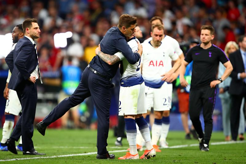 MADRID, SPAIN - JUNE 01: Tottenham Hotspur Manager / Head Coach Mauricio Pochettino consoles his players at the end of the UEFA Champions League Final between Tottenham Hotspur and Liverpool at Estadio Wanda Metropolitano on June 1, 2019 in Madrid, Spain. (Photo by Robbie Jay Barratt - AMA/Getty Images)