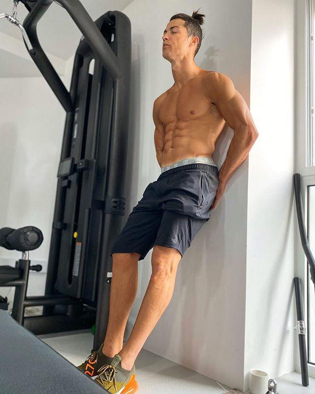 """<p>You may think this is a simple physique flex with a questionable hairstyle, but Ronaldo used the caption as a public service announcement to encourage fans to stay home to prevent the spread of COVID-19. I don't entirely get it either, but it's a nice gesture.</p><p><a href=""""https://www.instagram.com/p/B-b6f7_gooQ/"""" rel=""""nofollow noopener"""" target=""""_blank"""" data-ylk=""""slk:See the original post on Instagram"""" class=""""link rapid-noclick-resp"""">See the original post on Instagram</a></p>"""