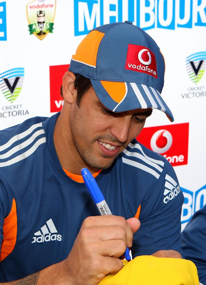 MELBOURNE, AUSTRALIA - DECEMBER 23:  Mitchell Johnson of Australia signs his autograph for a young fan during an Ashes fan day at Queensbridge Square on December 23, 2010 in Melbourne, Australia.  (Photo by Graham Denholm/Getty Images)