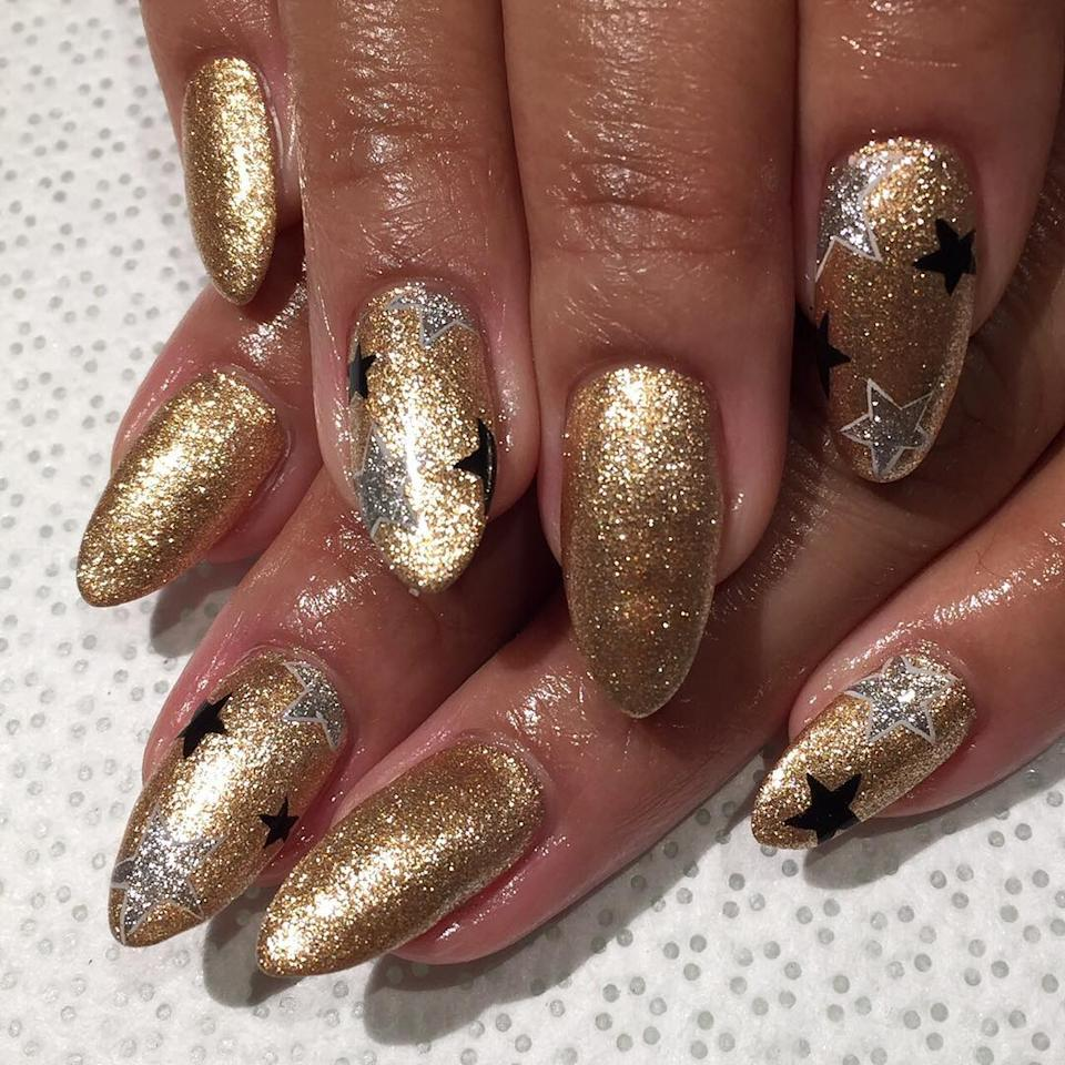 "<p>Razzle-dazzle with metallic stars. (Photo: <a rel=""nofollow"" href=""https://www.instagram.com/p/BOiDDfrh3qs/"">Instagram/Vanity Projects</a>) </p>"