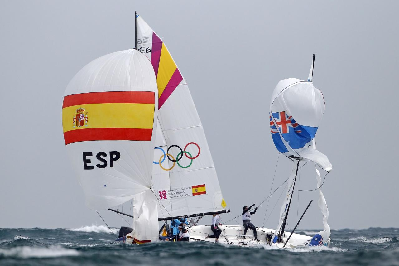 Spain's and Australia's competitors sail during the women's Elliott 6m medal race at the London 2012 Olympic Games in Weymouth and Portland, southern England, August 11, 2012.  REUTERS/Benoit Tessier (BRITAIN  - Tags: SPORT YACHTING OLYMPICS TPX IMAGES OF THE DAY)