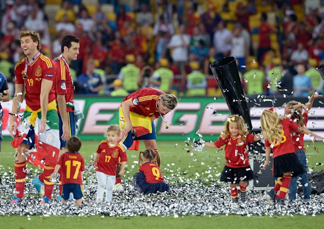 KIEV, UKRAINE - JULY 01: The players' children play in the confetti with Fernando Torres (C) during the UEFA EURO 2012 final match between Spain and Italy at the Olympic Stadium on July 1, 2012 in Kiev, Ukraine. (Photo by Claudio Villa/Getty Images)