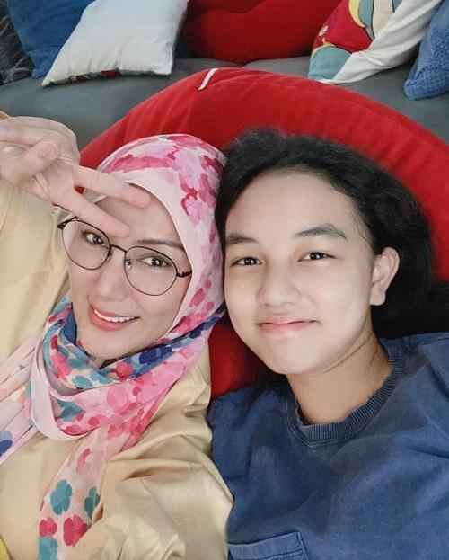 Erra with her only child Aleesya, her daughter with ex-husband Engku Emran