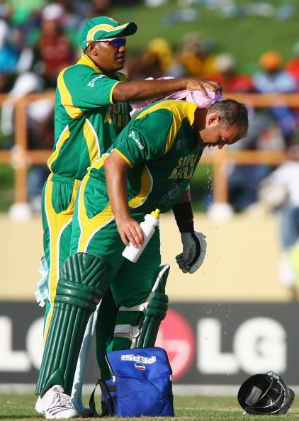 PROVIDENCE, GUYANA - MARCH 28:  Jacques Kallis of South Africa receives an ice pack during the ICC Cricket World Cup Super Eights match between South Africa and Sri Lanka at the Guyana National Stadium on March 28, 2007 in Providence, Guyana.  (Photo by Clive Mason/Getty Images)