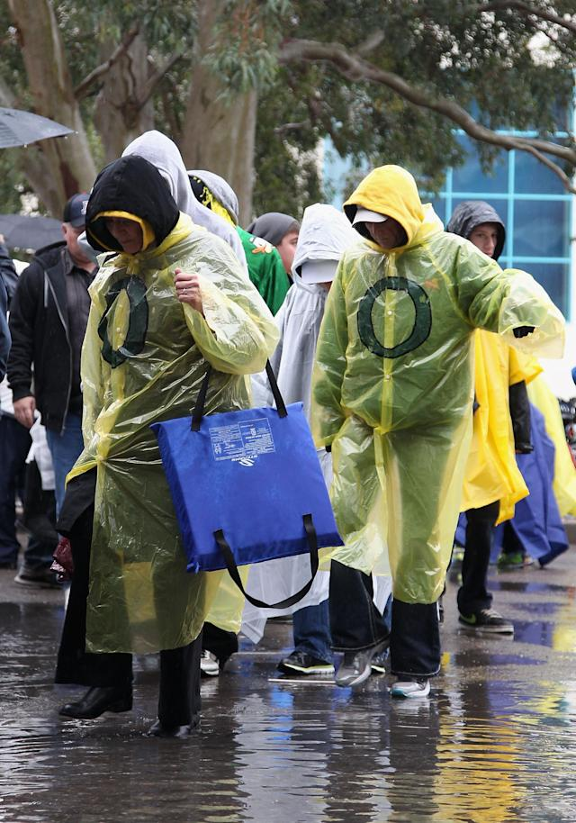TUCSON, AZ - NOVEMBER 23: Fans of the Oregon Ducks arrive in the rain before the college football game against the Arizona Wildcats at Arizona Stadium on November 23, 2013 in Tucson, Arizona. (Photo by Christian Petersen/Getty Images)