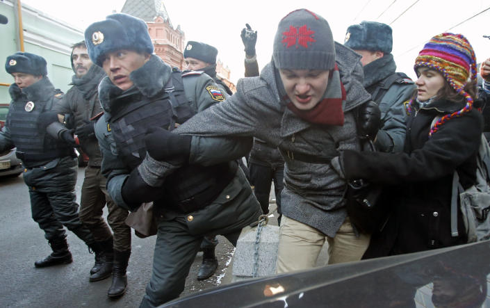"""FILE - In this Wednesday, Dec. 19, 2012 file photo police officers detain gay right activists during a protest near the State Duma, Russia's lower house of parliament, in Moscow, Russia. A controversial bill banning """"homosexual propaganda"""" has been submitted to Russia's lower house of parliament for the first of three hearings Tuesday, Jan. 22. 2013. (AP Photo/Misha Japaridze, file)"""