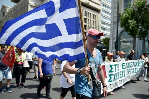 Greece heading for bond market test 'within days'