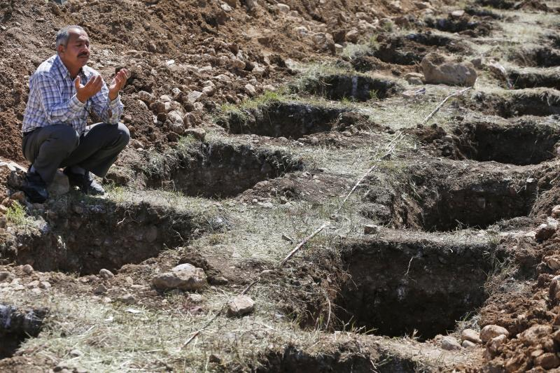 Grief and rage as Turkey buries mine disaster dead