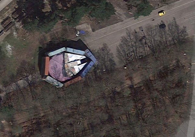 The <em>Millennium Falcon</em> disguised in the English countryside (Photo: Google Maps)