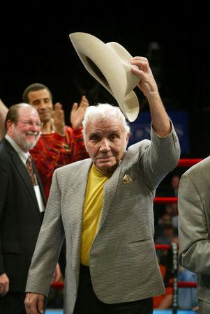 """FILE PHOTO: Boxer Jake """"The Raging Bull"""" LaMotta tips his hat to the crowd at Madison Square Garden in New York in this April 7, 2006 file photo. REUTERS/Teddy Blackburn/File Photo"""