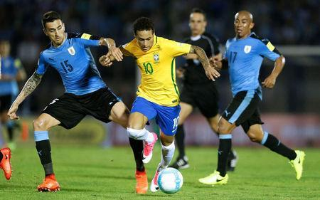 Football Soccer - Uruguay v Brazil - World Cup 2018 Qualifiers - Centenario stadium, Montevideo, Uruguay - 23/3/17 - Brazil's Neymar (10) and Uruguay's Egidio Arevalo Rios (R) and Matias Vecino in action. REUTERS/Andres Stapff