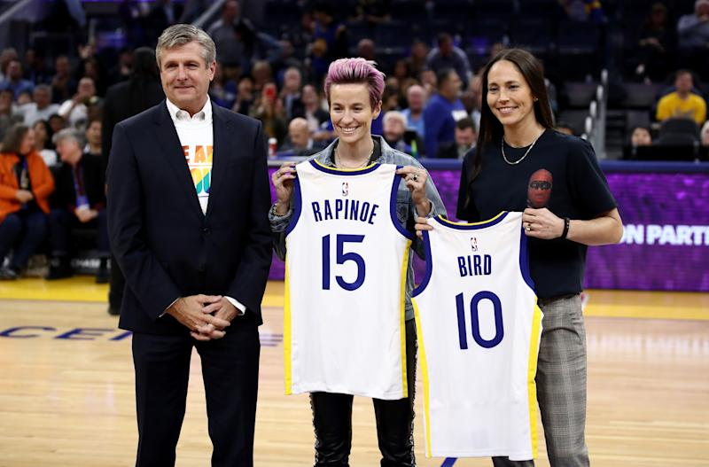 In October, Welts (left) presented U.S. women's national soccer team captain Megan Rapinoe and WNBA star Sue Bird with Golden State Warriors' jerseys. (Photo: Ezra Shaw via Getty Images)