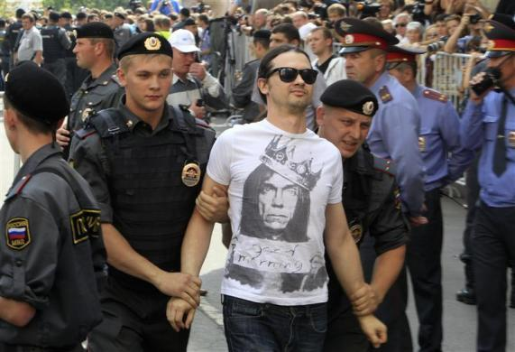 """Police detain a supporter (C) of the female punk band """"Pussy Riot"""" members for taking part in an unsanctioned rally outside a court building in Moscow, August 17, 2012."""