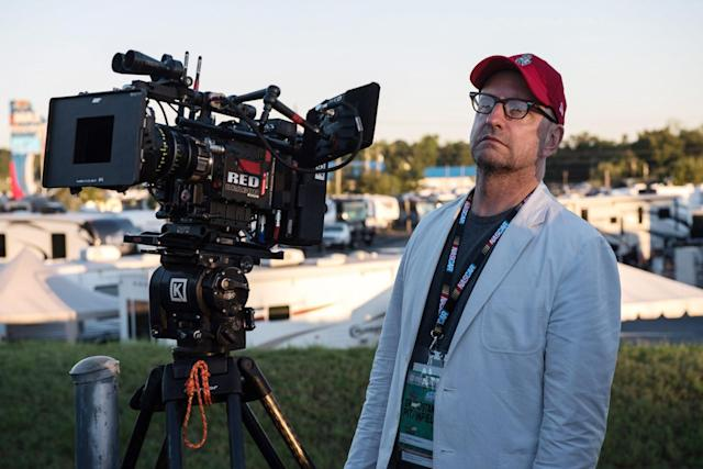 Director Steven Soderbergh on the set of <em>Logan Lucky</em> (Photo: Claudette Barius/Fingerprint Releasing/Amazon/Courtesy Everett Collection)