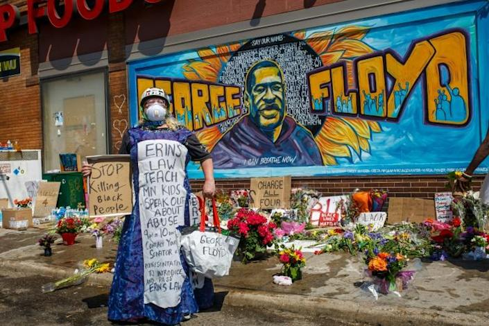 A memorial to George Floyd, painted on a wall in Minneapolis (AFP Photo/Kerem Yucel)