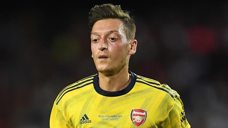 Arsenal's Emery hails 'improved' Ozil but makes no promises