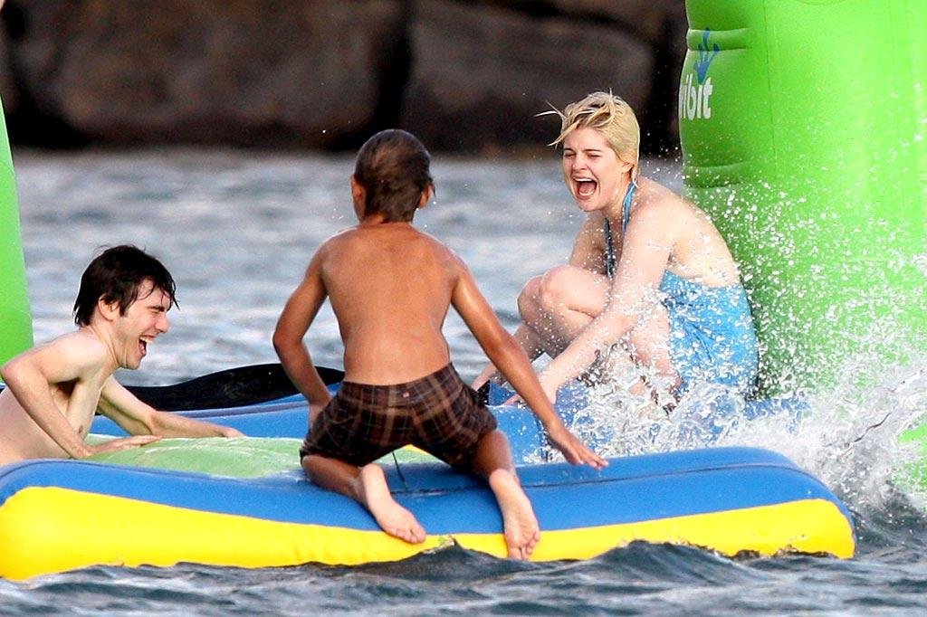 """Kelly Osbourne splashes around in the water during a New Year's Hawaiian vacation with her famously eccentric family and some of their friends. <a href=""""http://www. PacificCoastNews.com"""" target=""""new"""">PacificCoastNews.com</a> - January 4, 2010"""