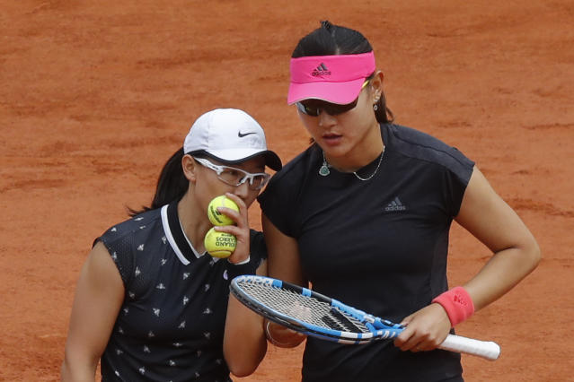 China's Duan Yingying, right, and Zheng Saisai talk tactics prior to serving against Hungary's Timea Babos and France Kristina Mladenovic during the women's doubles final match of the French Open tennis tournament at the Roland Garros stadium in Paris, Sunday, June 9, 2019. (AP Photo/Michel Euler)