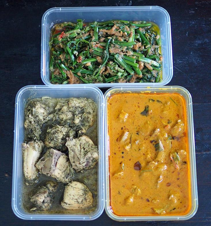 For the weekend, share larger portions of dishes such as fish egg masala, 'pucuk paku belacan' and 'ayam kacangma'.