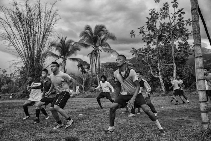 <p>Peace football club: Members of the Colombian army play a friendly match with a FARC team in Vegaez, Antioquia, Colombia, Sept. 16, 2017 .<br>Guerrillas of the Revolutionary Armed Forces of Colombia (FARC), having laid down weapons after more than 50 years of conflict, have moved from jungle camps to 'transitional zones' across the country, to demobilize and begin the return to civilian life. Many are taking part in football matches with teams made up of members of the Colombian military, as well as victims of the conflict. The plan is for the best players from transitional-zone teams to form La Paz FC (Peace FC) football team. (Photo: Juan D. Arredondo) </p>