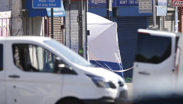<p>A forensic tent is erected near the scene where a van struck pedestrians in Finsbury Park, north London, Monday, June 19, 2017. (Photo: Alastair Grant/AP) </p>