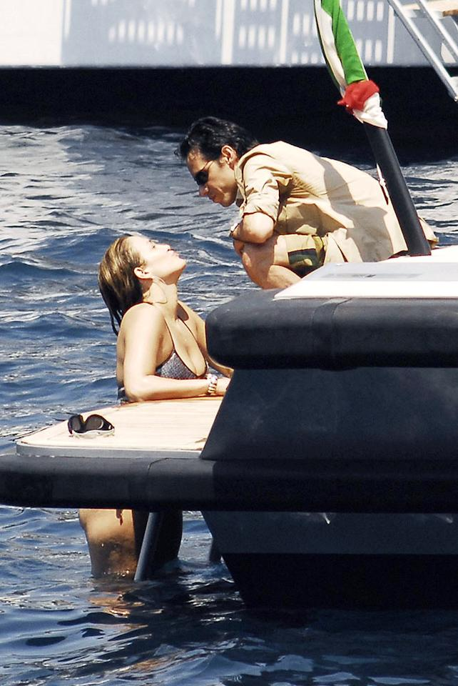 """Jennifer Lopez pops out of the water for a kiss from hubby Marc Anthony while vacationing in Portofino, Italy. <a href=""""http://www.infdaily.com"""" target=""""new"""">INFDaily.com</a> - July 4, 2008"""
