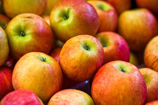 "<div class=""caption-credit""> Photo by: getty</div><div class=""caption-title""></div>6. Apples Certainly not the forbidden fruit for LIVESTRONG.COM members, apples are tracked more than 190,000 times per month. Of all the different varieties, Fuji apples are the most popular. And very often (48 percent of the time), the person eating one of those apples has peanut butter with it."