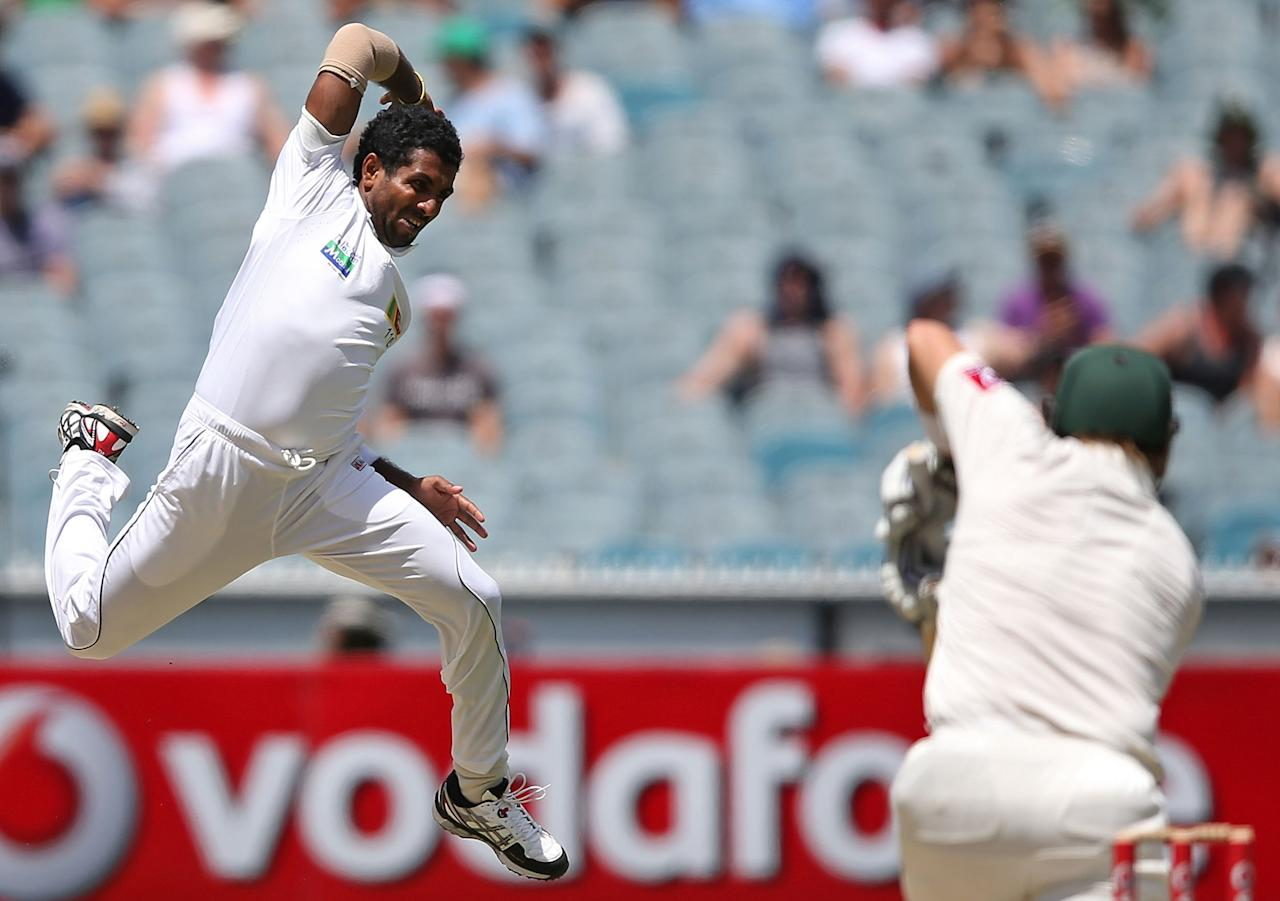 MELBOURNE, AUSTRALIA - DECEMBER 27: Dhammika Prasad of Sri Lanka misses a caught and bowled chance against Shane Watson of Australia during day two of the Second Test match between Australia and Sri Lanka at Melbourne Cricket Ground on December 27, 2012 in Melbourne, Australia. (Photo by Michael Dodge/Getty Images)