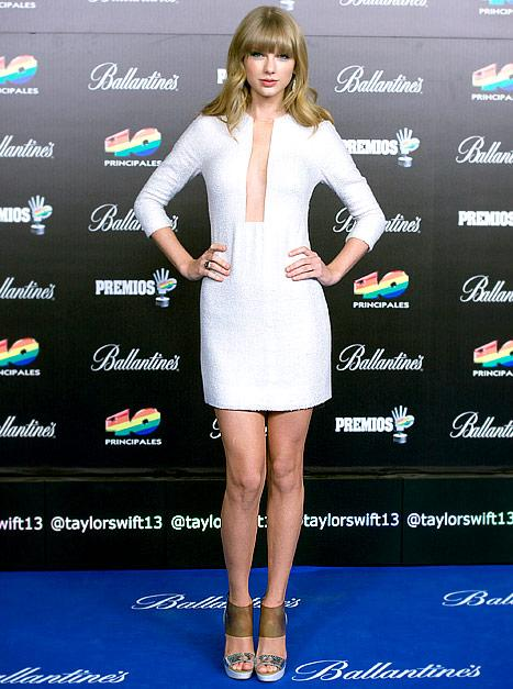 "Taylor Swift Looks Sexy in Plunging White Dress, Says She ""Just Wants to Be Alone"""
