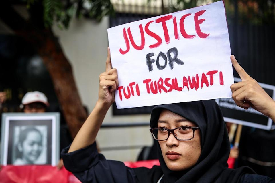<p>November 2, 2018 – Jakarta, Indonesia – Indonesian activists from Migrant Care stands with a placard during a protest about the execution of Indonesian migrant worker Tuti Tursilawati in front of the Embassy of Saudi Arabia at Jakarta, Indonesia, on Friday, November 2, 2018. Tuti Tursilawati, a migrant worker from Majalengka, Indonesia, was executed on Monday, seven years after she was convicted of murdering her employer in the Saudi city of Taif. Many women from Indonesia work as maids in the Middle East and various Asian countries, often leaving their families behind for the promise of steady income</p>