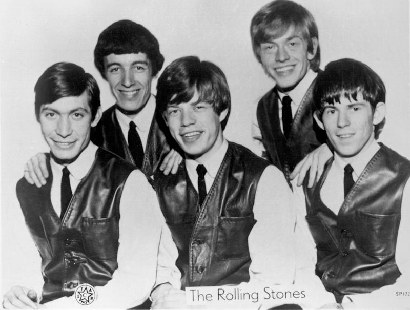 LONDON - CIRCA 1962: Rock and roll band 'The Rolling Stones' pose for a very early portrait circa 1962 in London, England. (L-R)Charlie Watts, Bill Wyman, Mick Jagger, Brian Jones, Keith Richards. (Photo by Michael Ochs Archives/Getty Images)