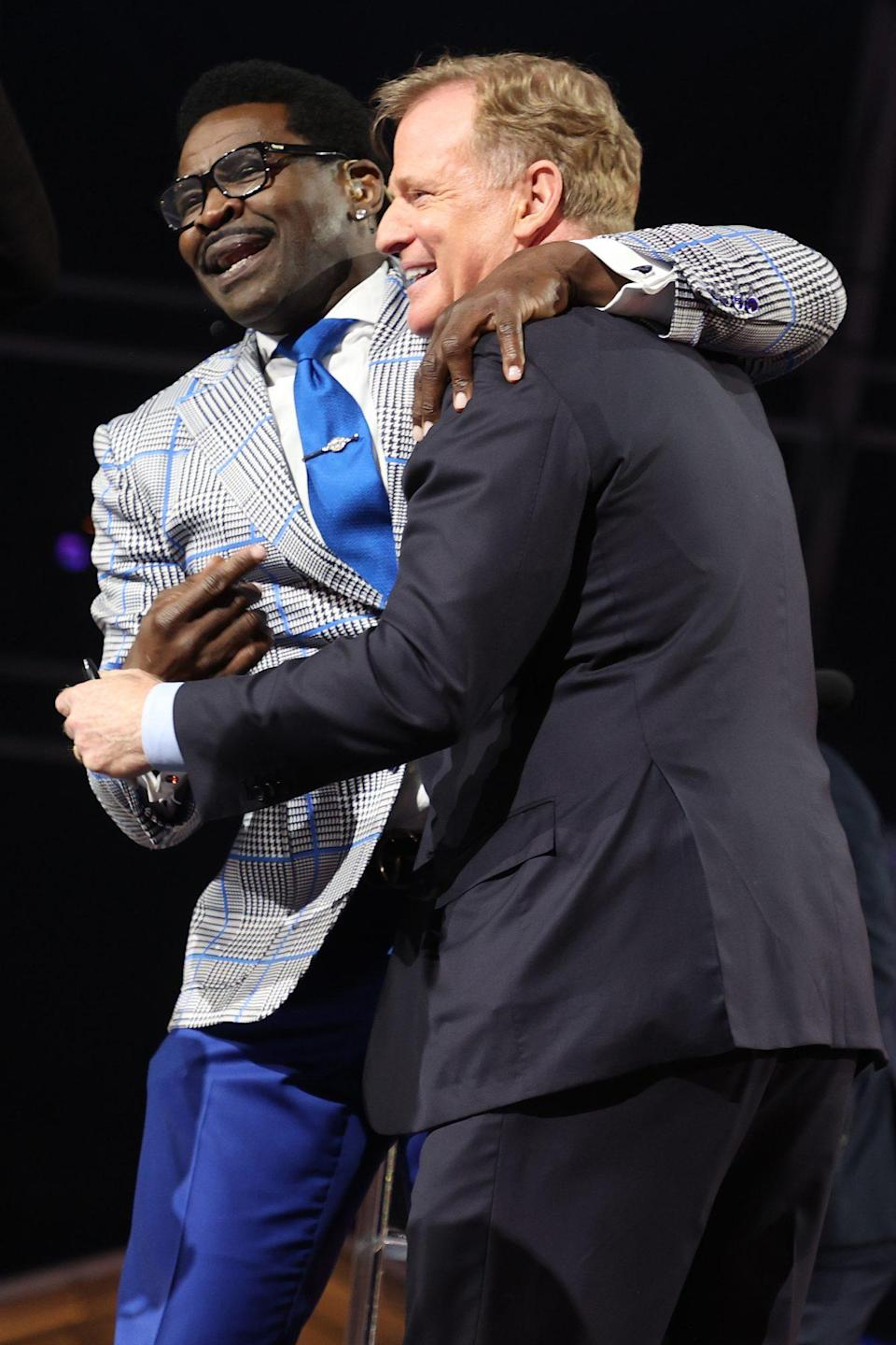 <p>Sports commentator Michael Irvin couldn't help but hug Goodell as he emceed the event.</p>