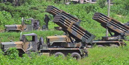 South Korean army's Multiple Launch Rocket System (MLRS) are deployed just south of the demilitarized zone separating the two Koreas in Yeoncheon, South Korea, August 23, 2015.  REUTERS/Shin Wong-su/ News1