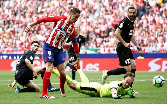 Soccer Football - La Liga Santander - Atletico Madrid vs Eibar - Wanda Metropolitano, Madrid, Spain - May 20, 2018 Atletico Madrid's Fernando Torres scores their second goal REUTERS/Juan Medina