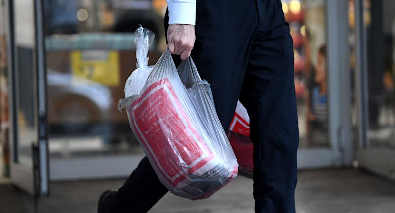 Plastic bags: Shop assistant 'grabbed by throat' as Australia ban starts