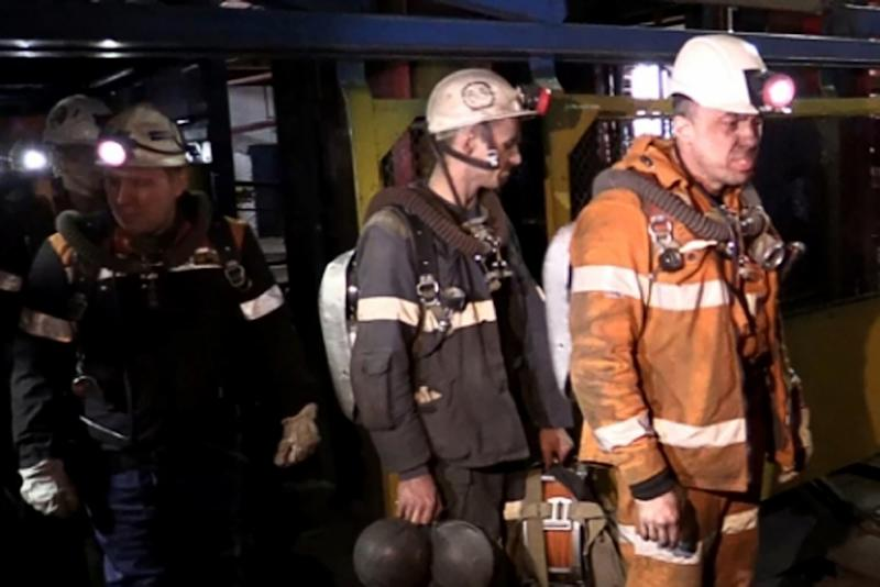 Russian rescuers at the Severnaya coal mine in Vorkuta, about 1,900 kilometers northeast of Moscow (AFP Photo/Handout)