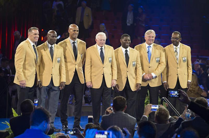 The 2017 Class of the Pro Football Hall of Fame, from left to right: Kurt Warner, Terrell Davis, Jason Taylor, Jerry Jones, LaDainian Tomlinson, Morten Andersen and Kenny Easley. (AP)