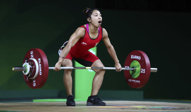 India's Saikhom Mirabai Chanu lifts to set a new Commonwealth Games record in snatch in women's 48kg Weightlifting at the Commonwealth Games in Gold Coast, Australia, Thursday, April 5, 2018. (AP Photo/Manish Swarup)